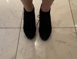 Cantana Lace-up Booties black leather