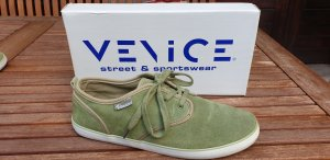 -8- Venice Lace-Up Sneaker grass green leather
