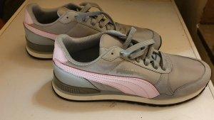 Verkaufe Neuwertige Damenschuhe Nike & Puma