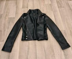 Verkaufe schöne Nagelneue Lederjacke in Schwarz für Damen.