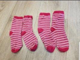 Verkaufe süße gestreifte Pinke Socken.