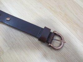 Cinturón de cuero marrón oscuro