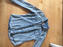 Verwaschenes Jeanshemd