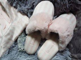Victoria's Secret Pantofel w kolorze białej wełny-jasny różowy