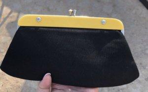 Bolso tipo pochette negro-amarillo