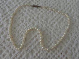 Collier de perles blanc-gris clair tissu mixte