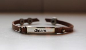 VINTAGE STATEMENT ARMBAND - DREAM -