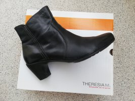 warm gefütterte schwarze Stiefelette mit Wechselfußbett von Theresia M.