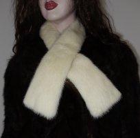 Casual Cravat natural white pelt