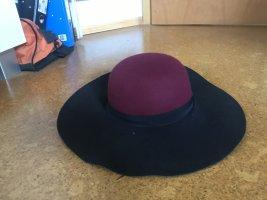 Chapeau en feutre noir-rouge carmin cuir