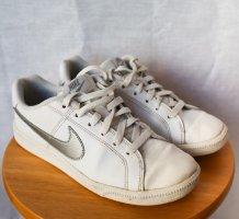 Weiß/Silber Nike Sneaker - Größe 38