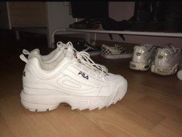 Weiße fila sneaker