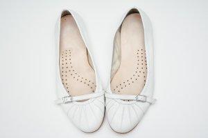 Weiße flache Ballerinas