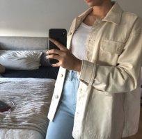 Weiße Hemdjacke