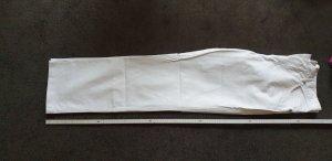 weiße Jeanshose mit hohem Bund