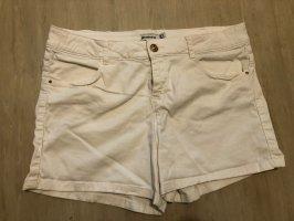 Weiße Shorts von Stradivarius