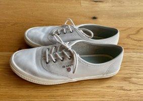 Weiße Sneaker aus Leder im College-Stil Preppy-Look