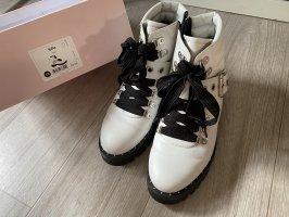 Weiße Stiefel ON Y GO
