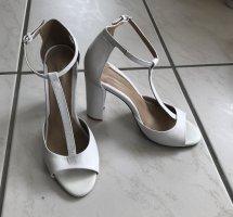 Weiße T-Steg-Sandaletten