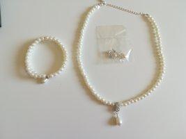 Avon Pearl Necklace white-silver-colored