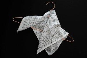 weißes Tuch aus 100% Seide, handbemalt
