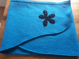 Falda cruzada azul neón