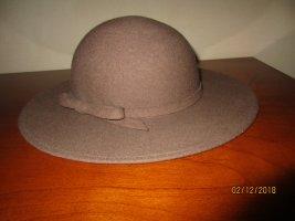 Cappello in feltro rosa antico