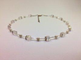 Collier de perles argenté