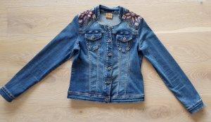 Wunderschöne Jeansjacke mit BOHO Stickerei
