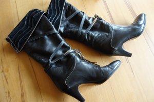 Botas de tacón alto negro-marrón arena Cuero
