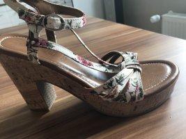 Wunderschöne Riemchen Sandaletten von Esprit