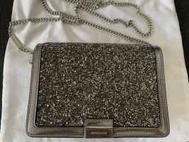 Wunderschöne silberne Tasche mit glitzernden bzw. glänzenden Steinen von Michael Kors