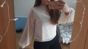 Wunderschöne weiße Bluse mit Perlendetails und weiten Ärmeln