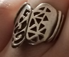 Wunderschöner 20iger Jahre Ring mit cutouts