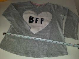 XS Pulli langärmeliges Shirt H&M grau mit weißem Herz