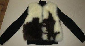 ZADIG & VOLTAIRE Deluxe Wunderschöne Grobstrickjacke in der Hauptfarbe schwarz mit gefärbten Ziegenfell.