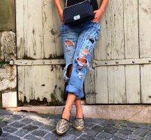 zara jeans mit mittelhoehem bund und applikation