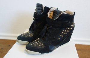 Zara Wedge Sneaker mit Nieten Leder