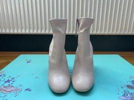 Zara weiße Stiefelette mit Absatz