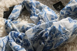 Atmosphere Kerchief white-blue