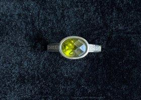 Zarter Silberring (925) mit ovalem, grünen Schmuckstein