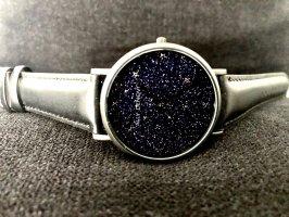 Montre avec bracelet en cuir noir-bleu foncé