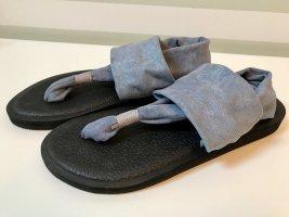 Sandalias con talón descubierto azul celeste