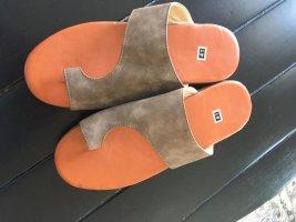 High-Heeled Toe-Post Sandals light brown