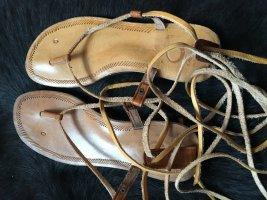 Zehentrenner Sandale, Größe 40, mit Fesselschnürung