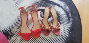 0039 Italy Strapped pumps red