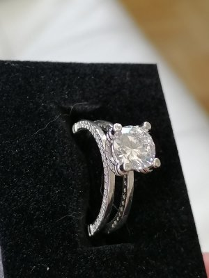 100% Echt Silber Ring mit geschliffenen Zirconia Stein