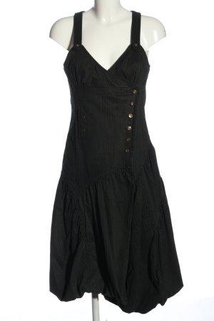 1060 Midi-jurk zwart-wit gestreept patroon elegant