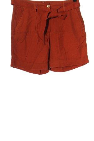 123 Paris Pantalón corto de talle alto rojo look casual