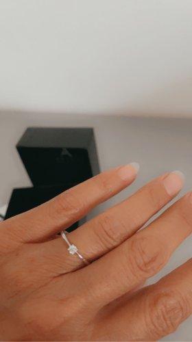 Złoty pierścionek biały